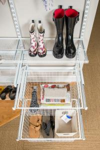mudroom-reveal-wire-basket-2